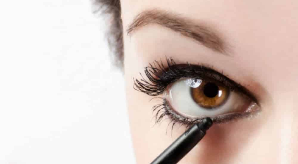 5 erros de maquiagem que fazem você parecer cansada