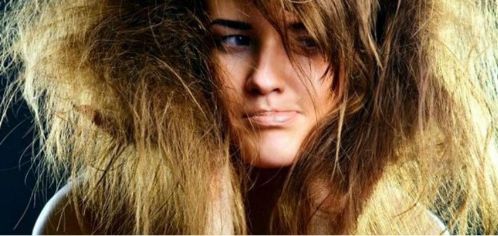 8 erros diários que destroem seus cabelos