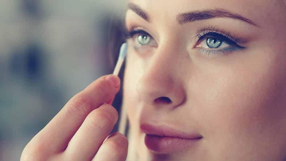 8 formas incríveis de usar cotonete na maquiagem