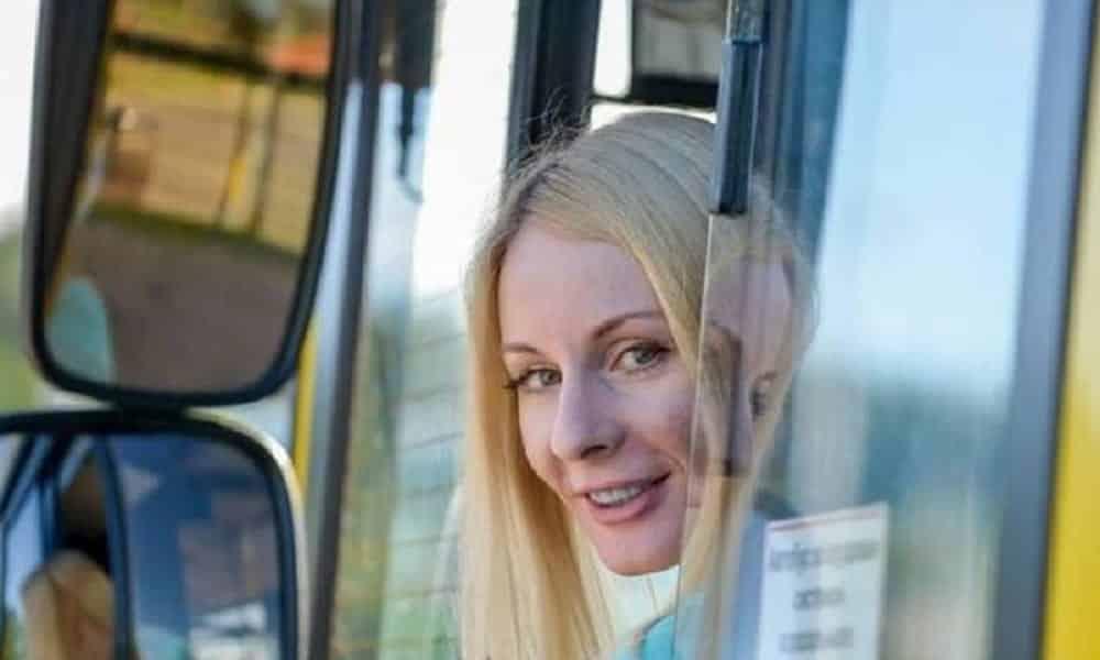 Conheça a motorista de ônibus mais bonita do mundo