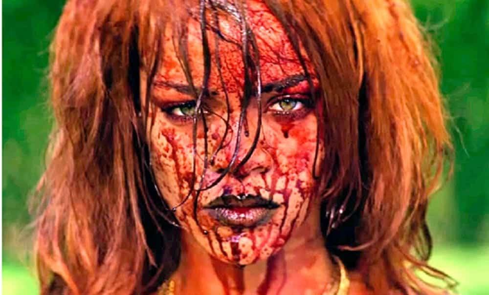 Cenas excluídas de clipe mostram Rihanna esquartejando homem