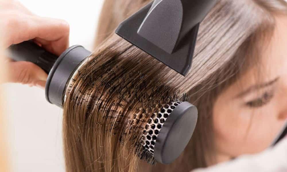 Resultado de imagem para escovar os cabelos