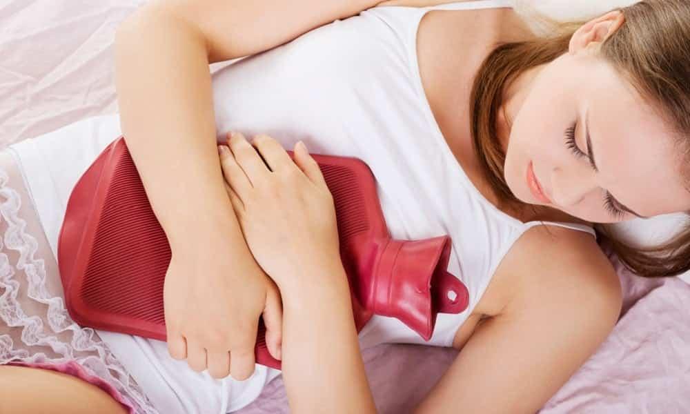 Como aliviar a cólica menstrual sem tomar remédio