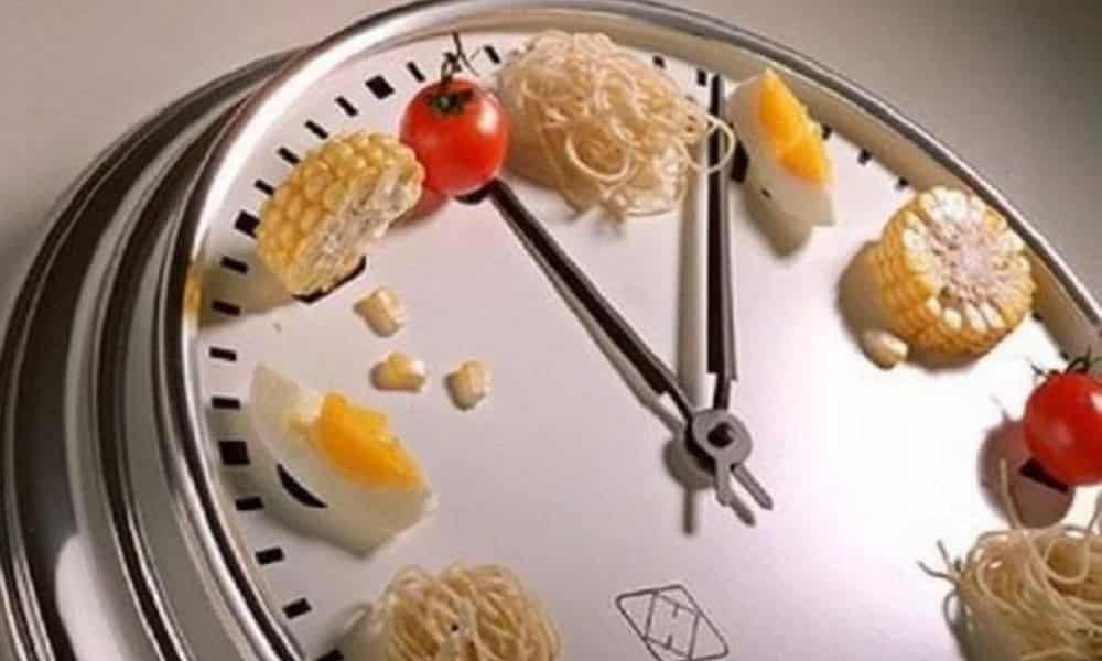O que acontece no corpo quando você pula refeições