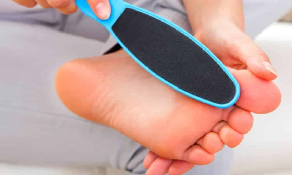 Por que você NUNCA mais deve lixar os pés na vida!