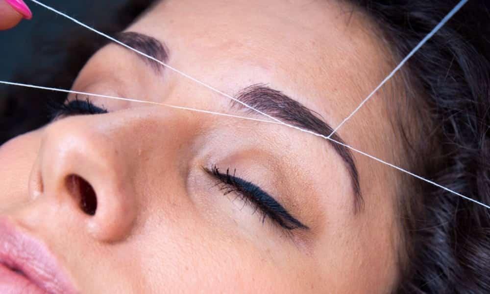 Como modelar as sobrancelhas com linha