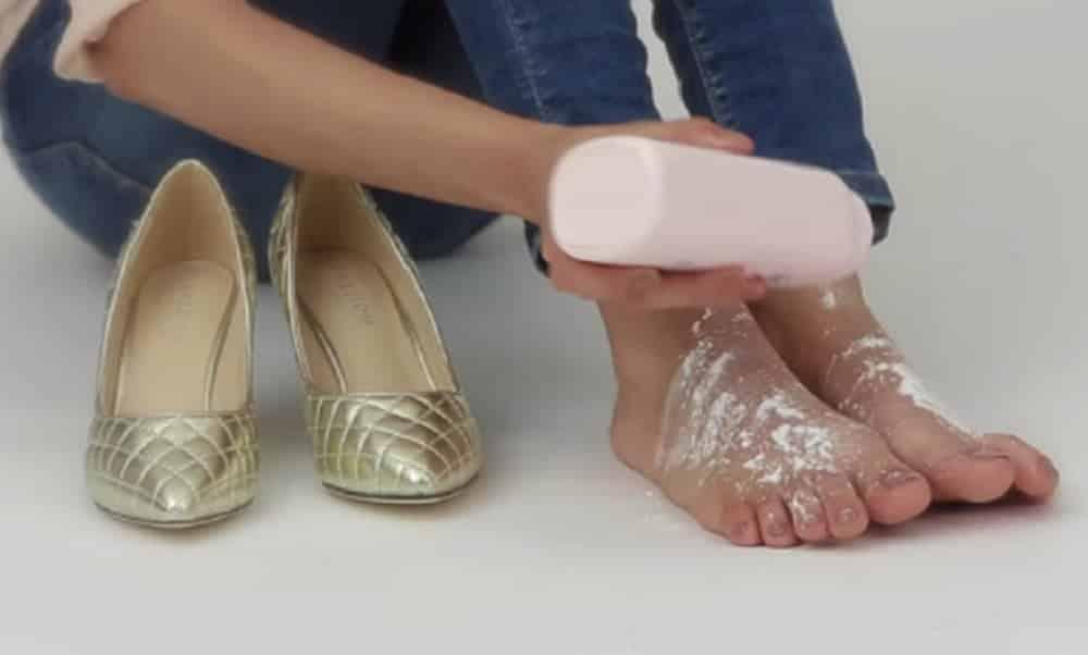 Como usar sapatos apertados sem machucar os pés