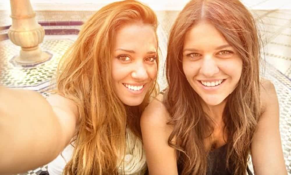 Como fazer a selfie perfeita e bombar nas redes sociais