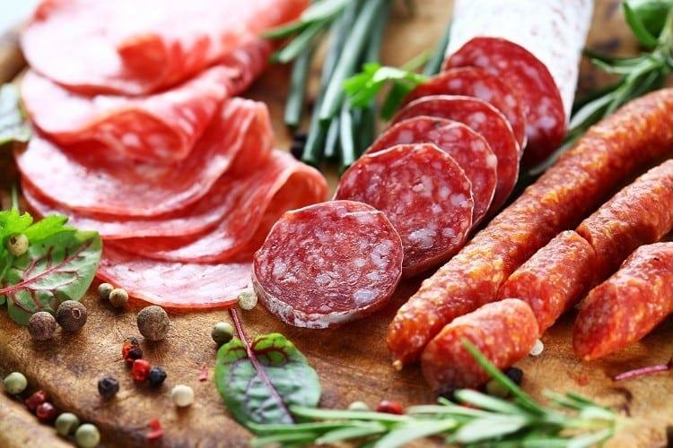 6 alimentos PROIBIDOS durante a menstruação