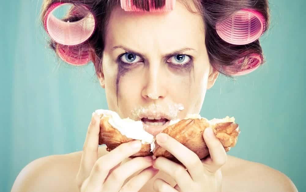 6 alimentos proibidos durante a menstruação e o por quê