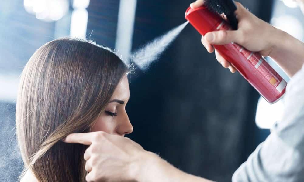 9 utilidades inusitadas no spray de cabelo que você vai amar