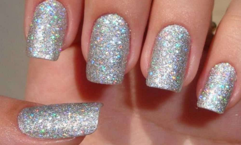 Como tirar esmalte com glitter das unhas, de forma eficiente