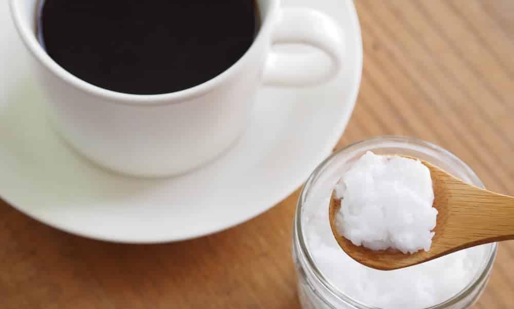 Café com óleo de coco: para que serve e quem pode tomar?