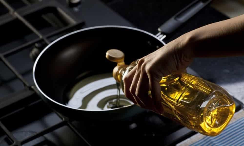 Truque simples acaba com o cheiro de fritura na casa depois de cozinhar