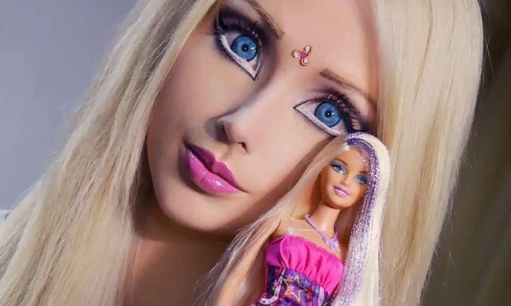 Fotos de Barbie humana sem maquiagem mostram que semelhança eram só truques