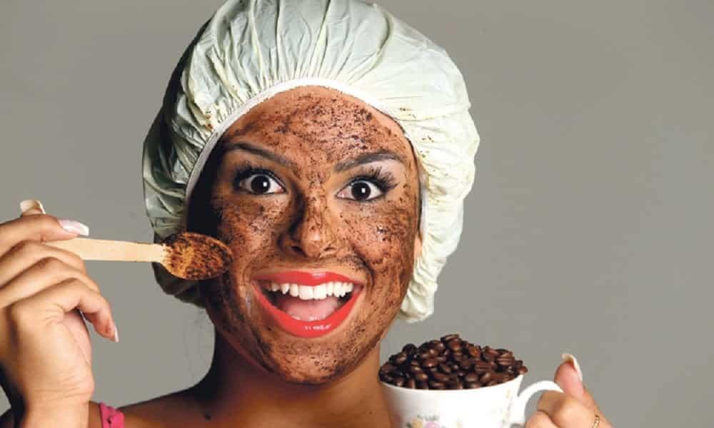 Como usar café para acabar com a celulite e para outros truques de beleza