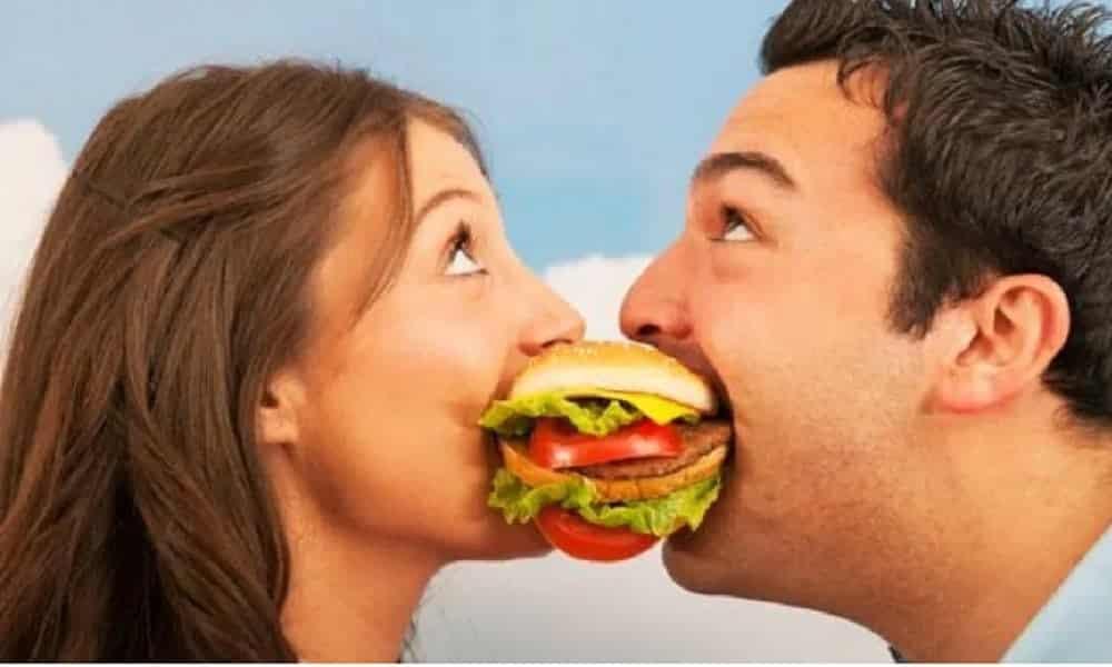 Se você engordou desde o inicio do namoro é sinal de que são felizes, segundo pesquisa
