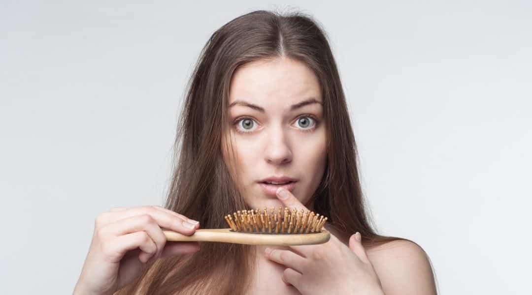 Essa é a verdadeira razão de suasunhas quebradas, queda de cabelo, acne e insônia