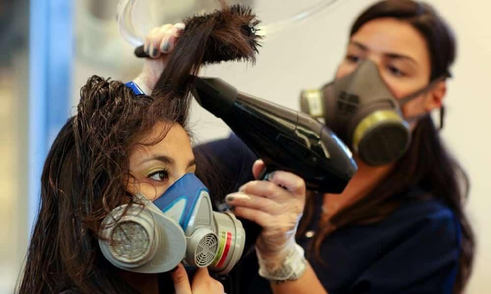 Anvisa proíbe alisantes de cabelo por conter substância cancerígena