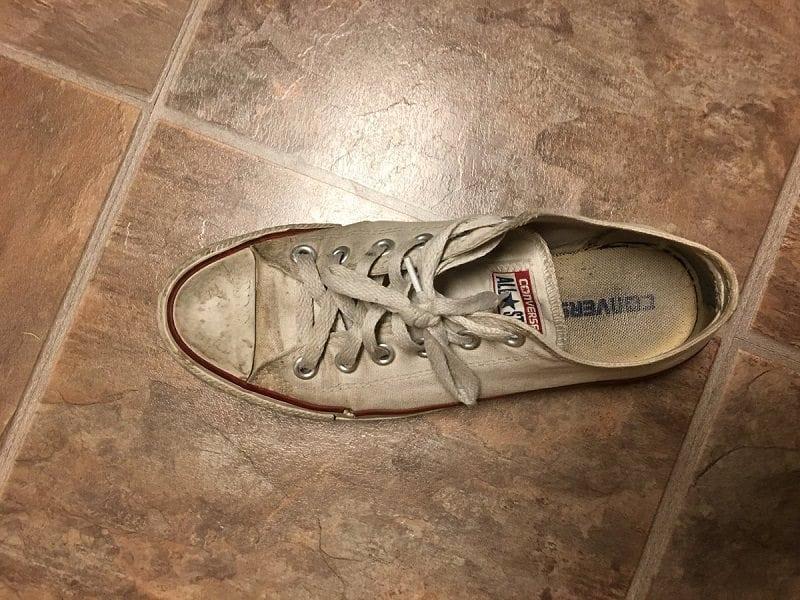 bb13bb1bf11 Quem descobriu essa solução na hora de limpar o tênis branco Sarah Tracey