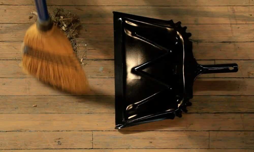 Esse é o jeito mais eficiente de varrer o chão, segundo a Ciência