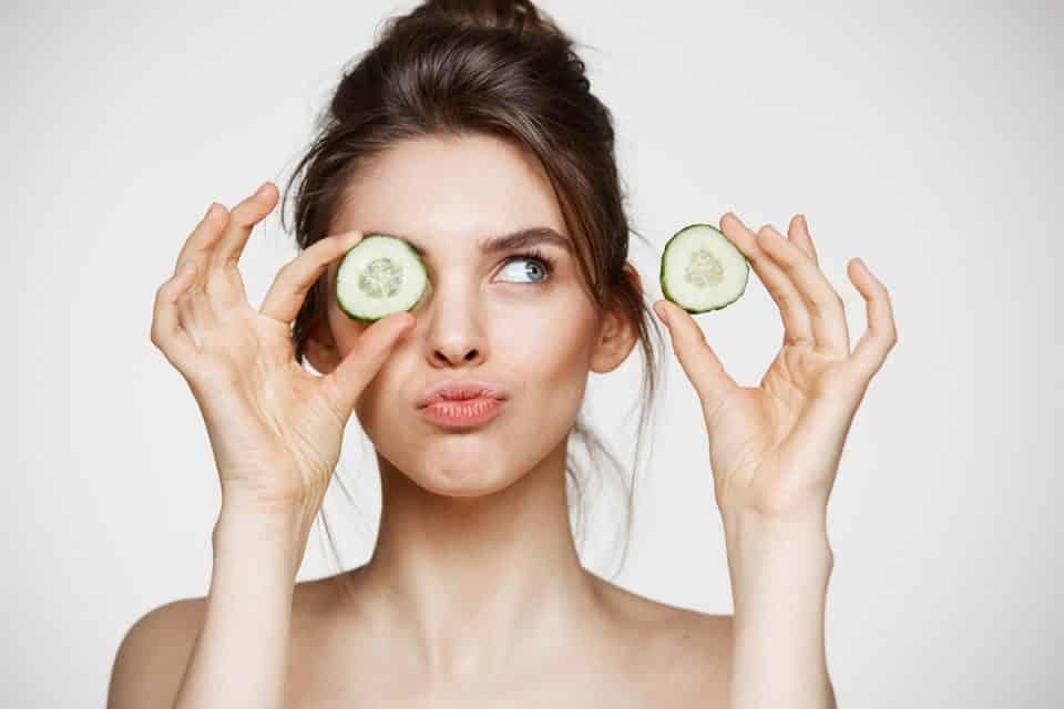 9 receitas caseiras para eliminar olheiras escuras de vez