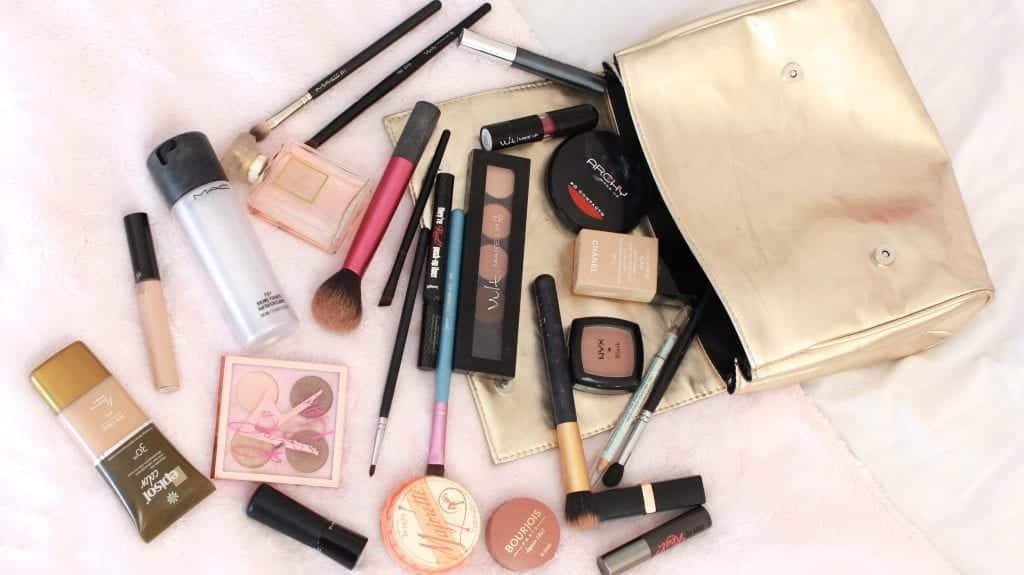 O que acontece se você usar maquiagem vencida?