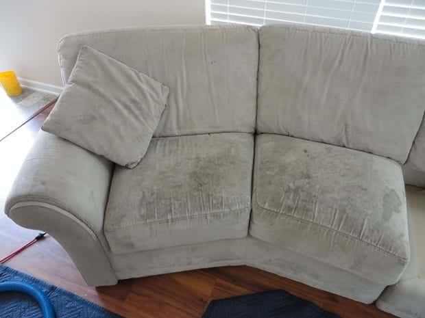 7 ótimas dicas práticas para você conseguir limpar o sofá