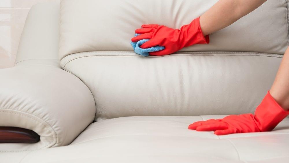 7 dicas práticas para limpar o sofá como os profissionais