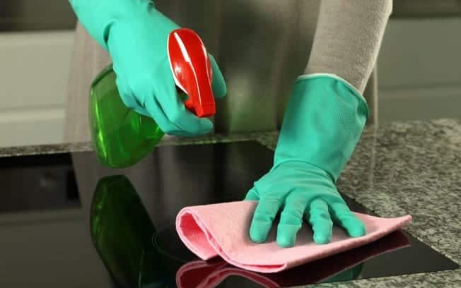 Dicas para limpar espelho sem deixar nenhum tipo de mancha