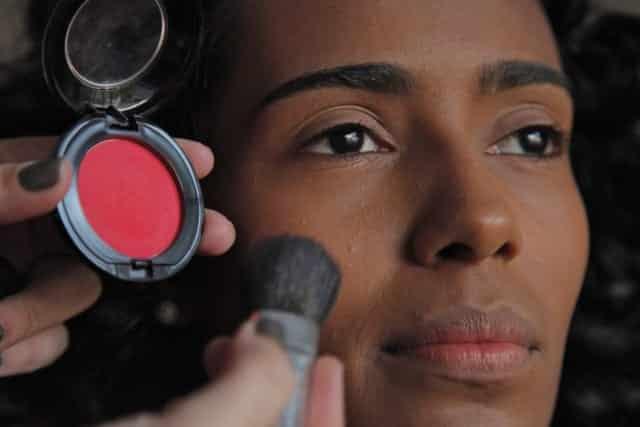Maquiagem para pele negra: como fazer e passo-a-passo