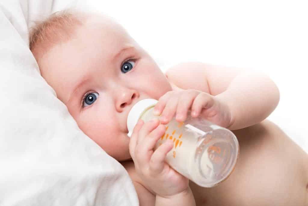 10 formas simples de aliviar as cólicas do bebes
