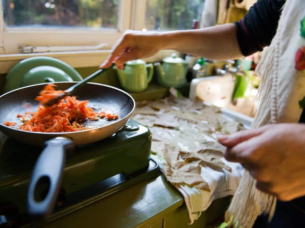 10 tarefas domésticas que mais ajudam a queimar calorias
