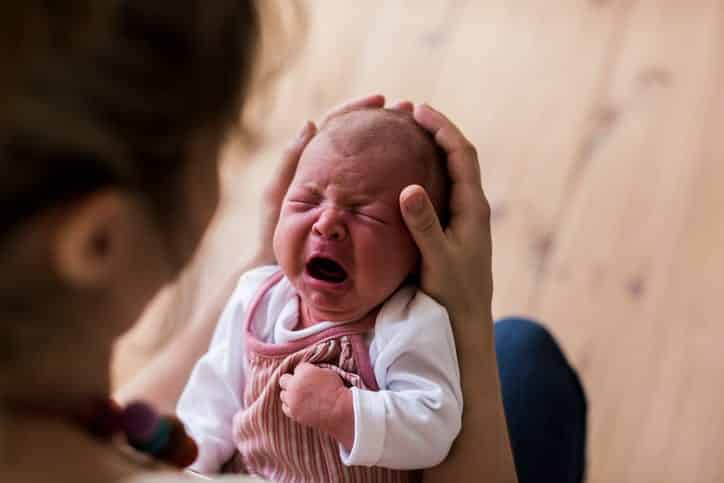 5 sintomas de cólica de bebe para você conseguir identificar