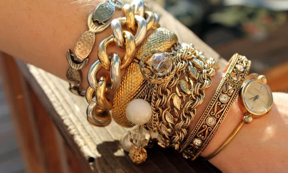 Como escolher bijuterias para complementar qualquer look