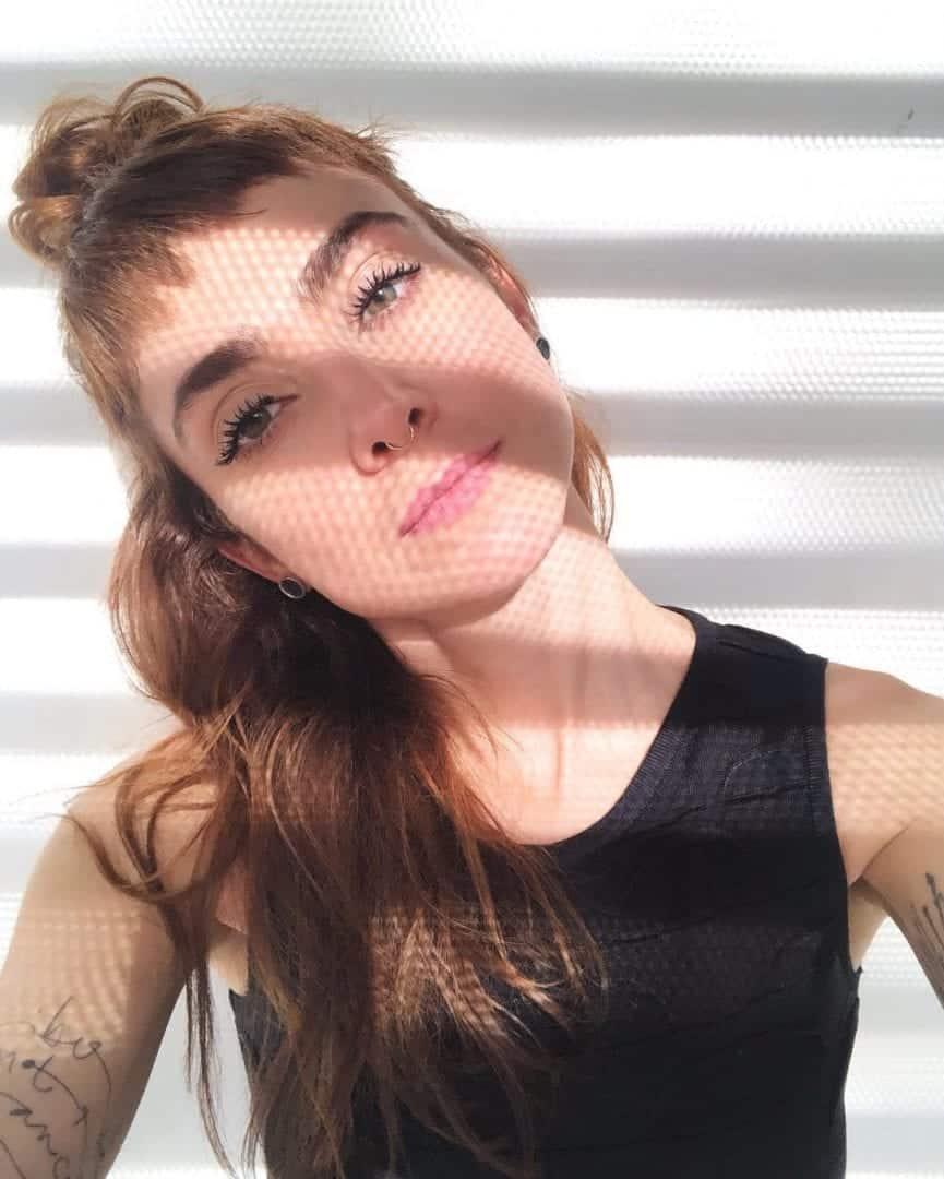 20 poses para selfie que vão te ajudar a tirar a foto perfeita