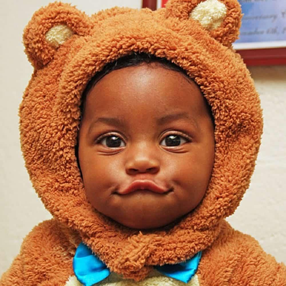 Com que idade o bebê começa a falar [ou deveria começar]?