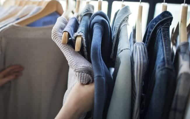 Como tingir tecido em casa, suas próprias roupas [truque]