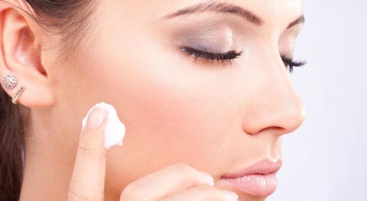4 passos simples para cuidar da pele oleosa [saúde]