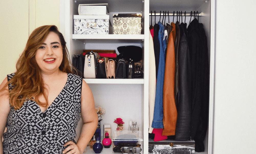 Como organizar o guarda-roupa e ganhar mais espaço no armário