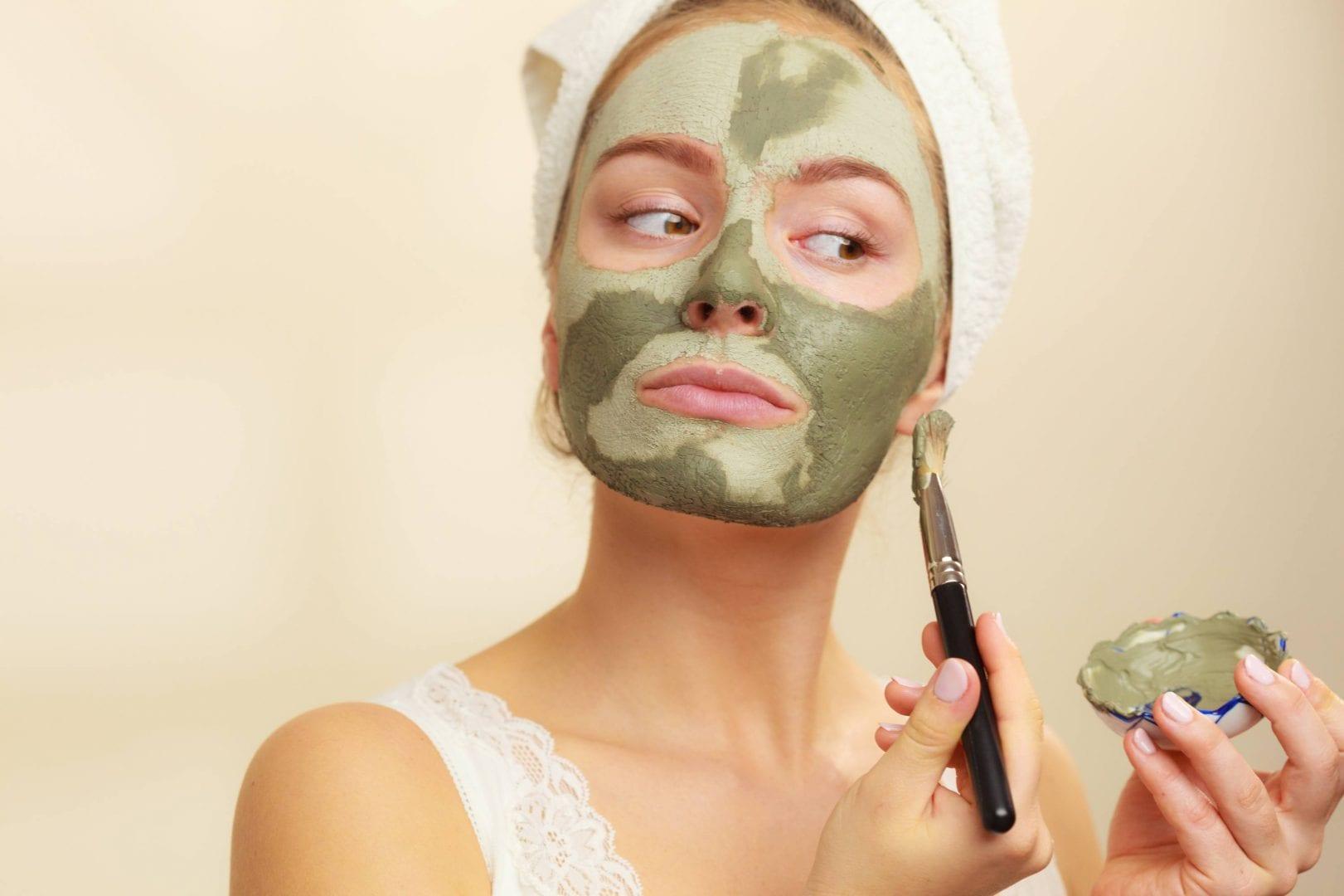 Argila para o rosto e cabelo: que tipo usar e quais as diferenças?