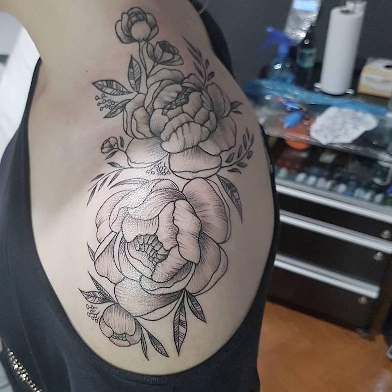 50 possibilidades de tatuagem no ombro que você pode aderir