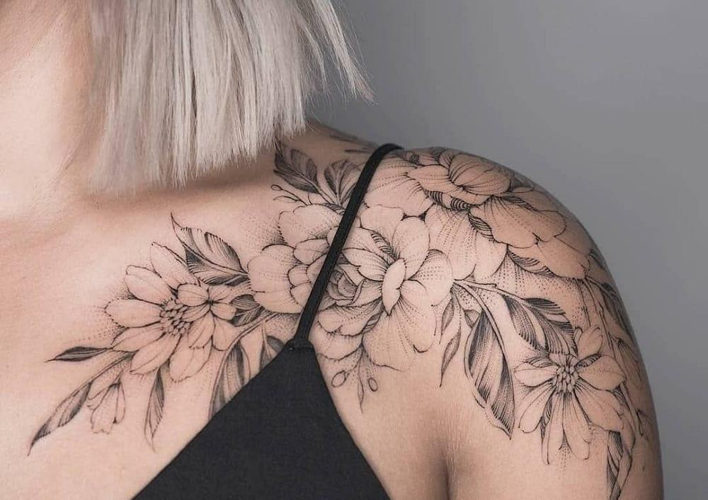 Tatuagem no ombro, tendências de temas e desenhos para se inspirar