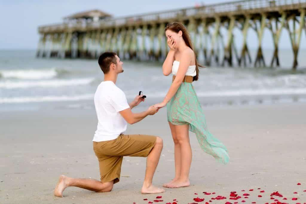 Como fazer o pedido de casamento inesquecível com essa 8 dicas