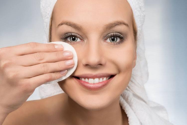 Aprenda como espremer espinha sem causar danos a pele
