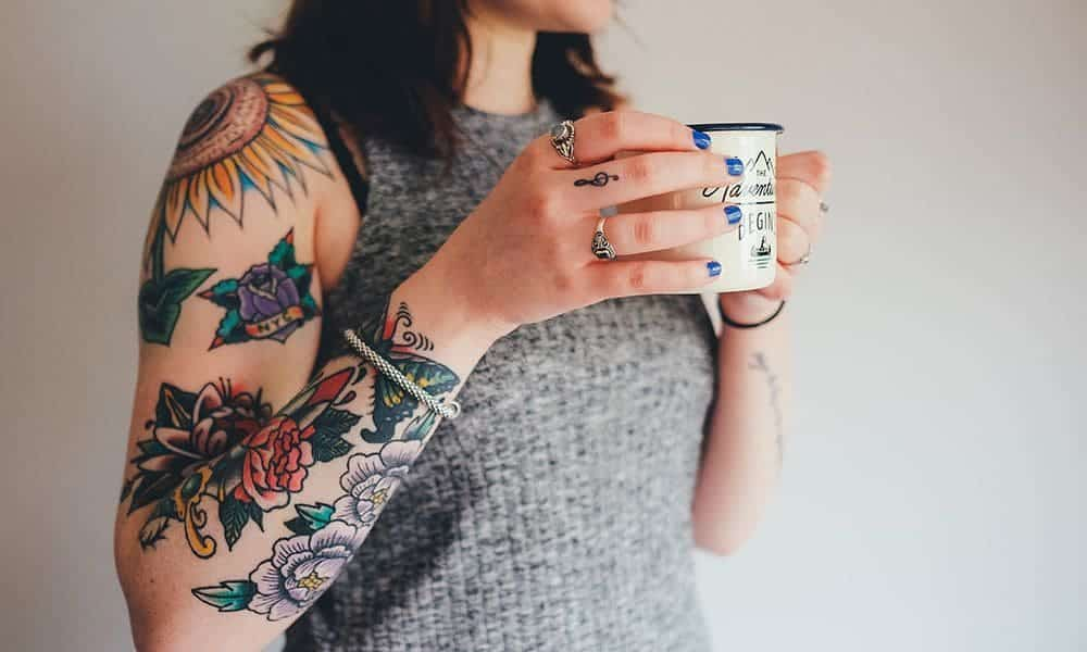Tatuagem de flores, 70 desenhos para você se inspirar