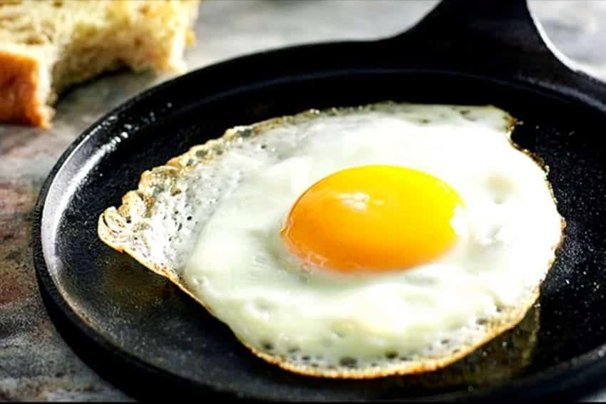 6 maneiras diferentes de cozinhar ovo e quanto tempo leva