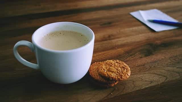 Chá de amendoim: 6 receitas dessa bebida deliciosa e aconchegante