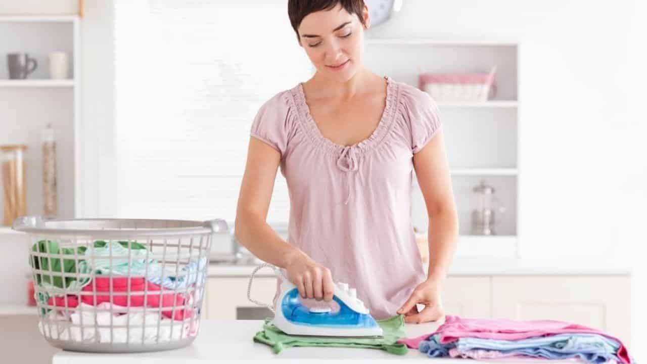 Como passar roupas? Dicas para facilitar o serviço na hora de passar