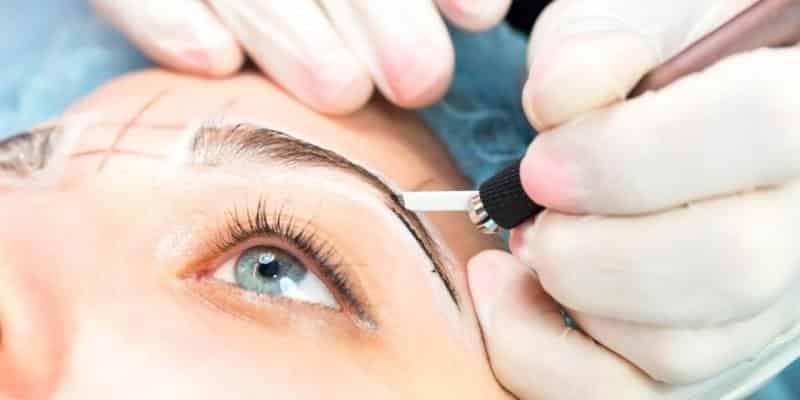 Micropigmentação de sobrancelhas, o que é, como é feita e riscos